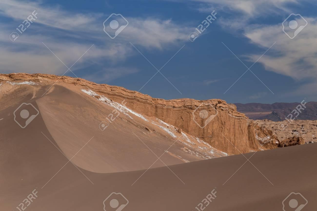 Dunes and rocks in Valle de la Luna, Atacama, Chile - 115410357