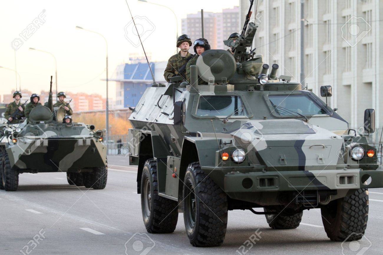 MOSCOW - APRIL 27: Russian army military vehicles in downtown, during a rehearsal for the Victory Day military parade which will take place at Moscow's Red Square, April 27, 2010 in Moscow, Russia. Stock Photo - 7525579