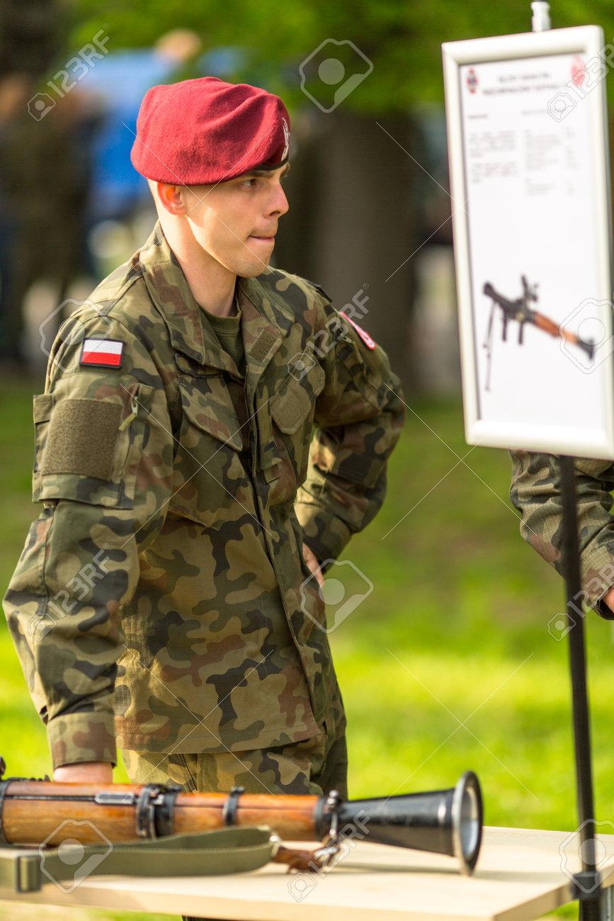 Krakau, Polen - 3. Mai 2015: Polnische Soldaten Während Der ...