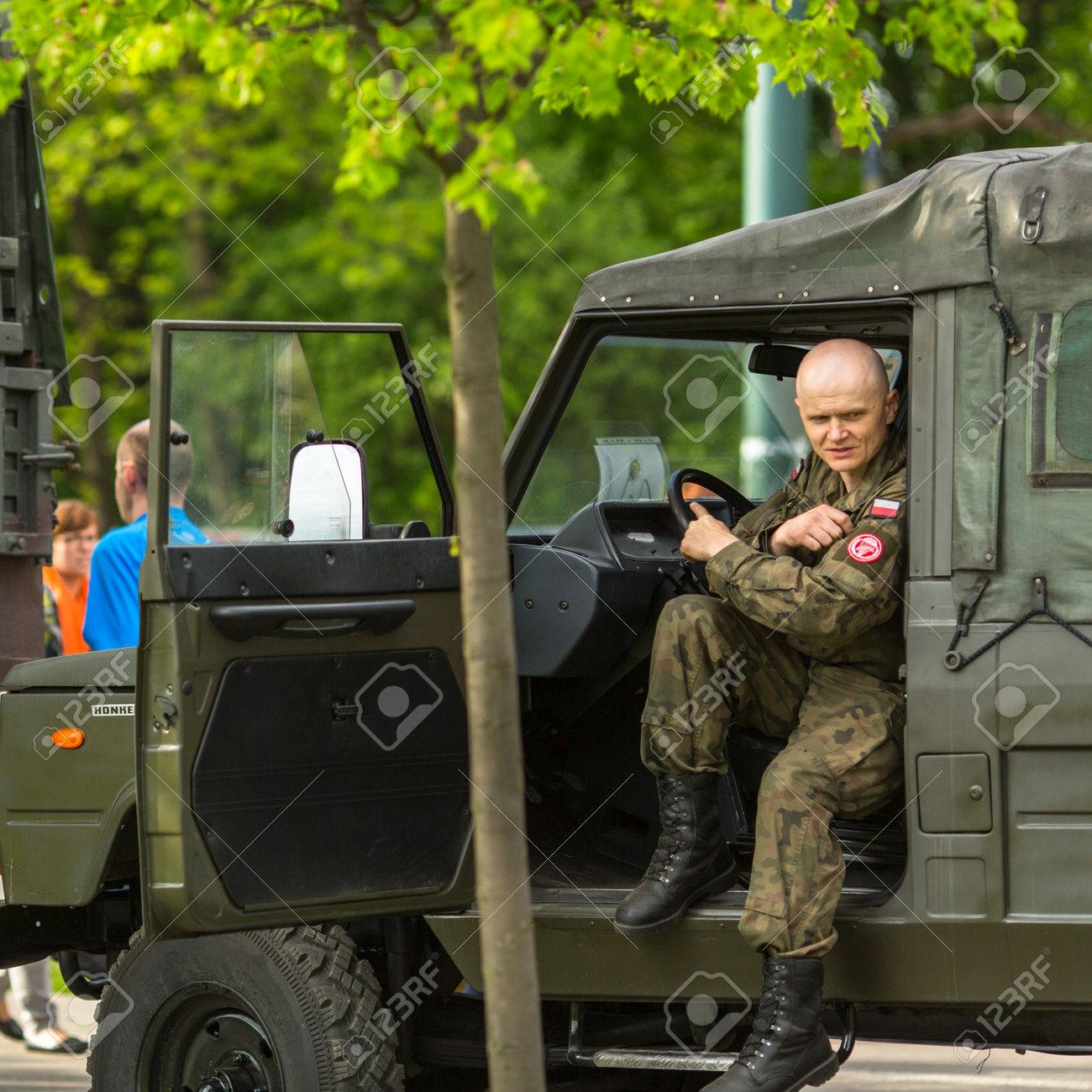 KRAKAU, POLEN - 3. MAI 2015: Polnischer Soldat Während Der ...