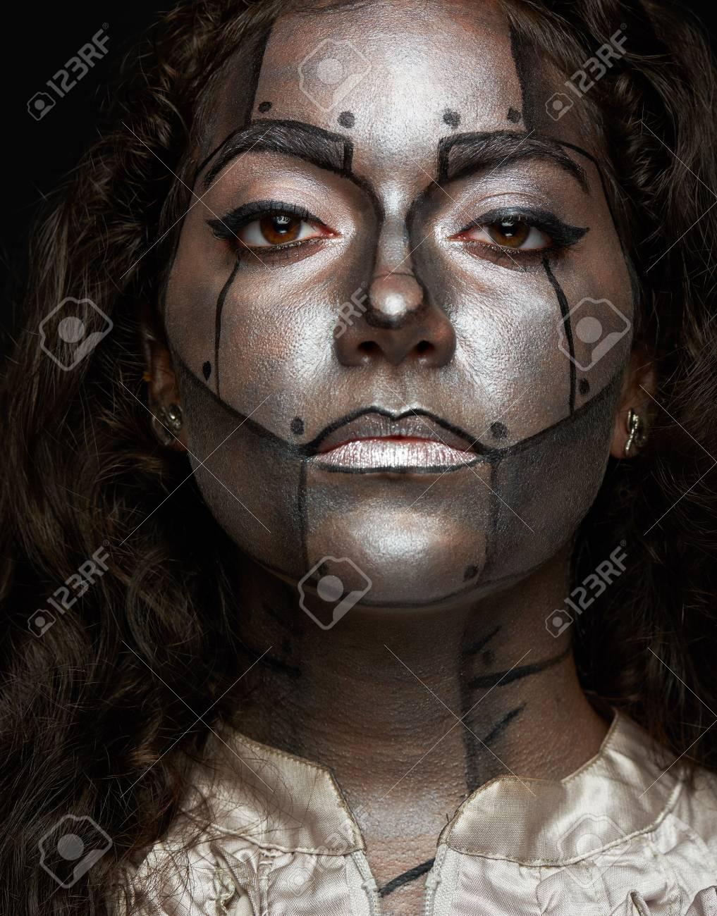 Eitelkeit Gesicht Bemalen Dekoration Von Frauen Ernsten Blick Mit Kunst Am Körper