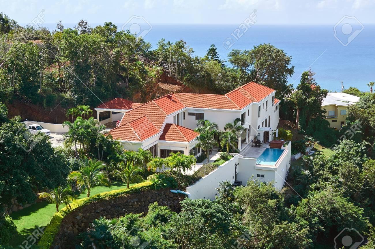 Belle Maison De Luxe Avec Vue Sur La Mer Dans L\'île Des Caraïbes Le ...