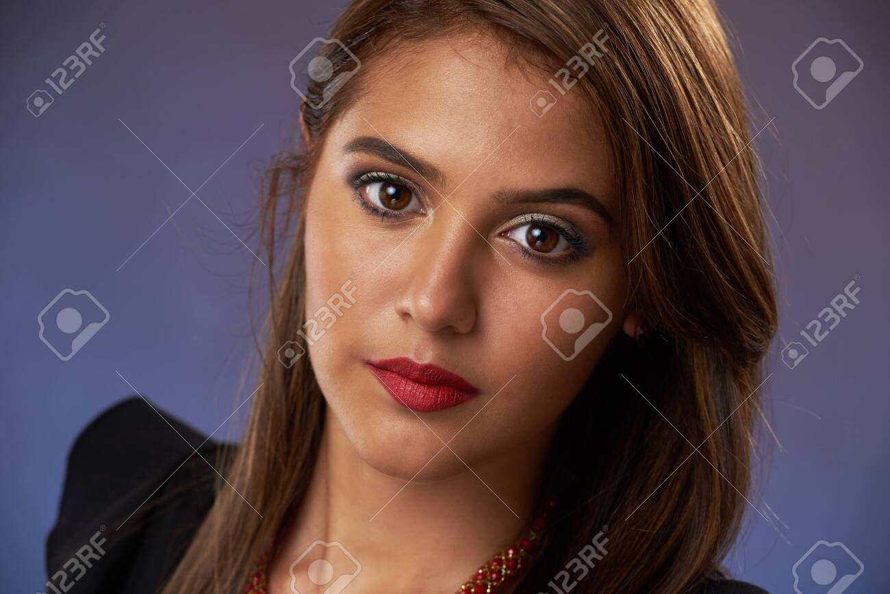 Close-up portrait of female model with dark skin - 126782338