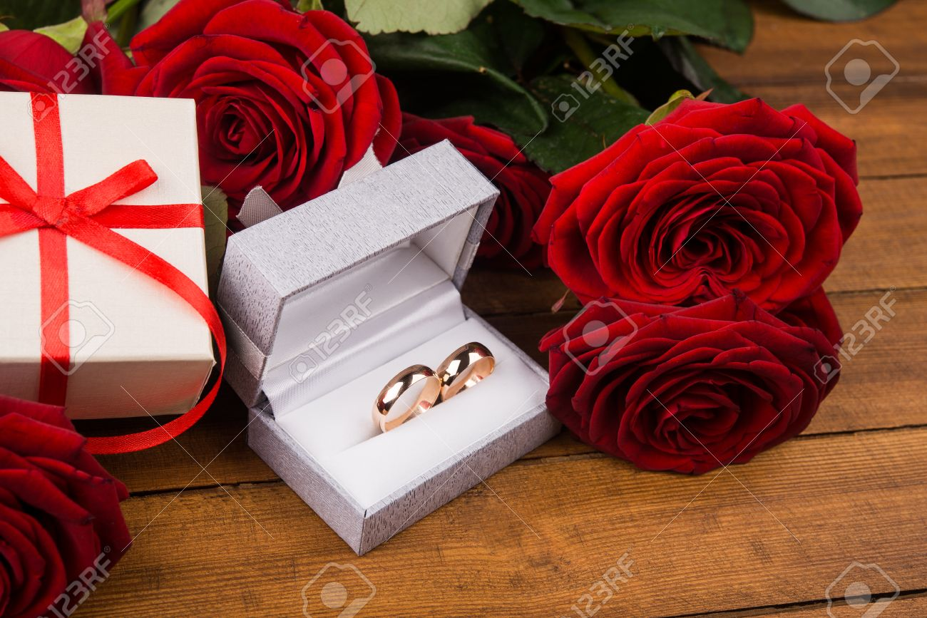 romantic red roses with golden rings. valentine day background, Beautiful flower