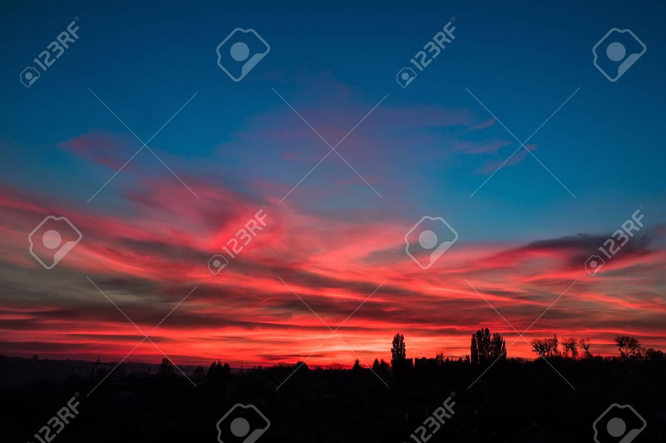 Cielo Rosso Di Notte.Immagini Stock Notte Cielo Rosso Al Di Fuori Della Citta Bel