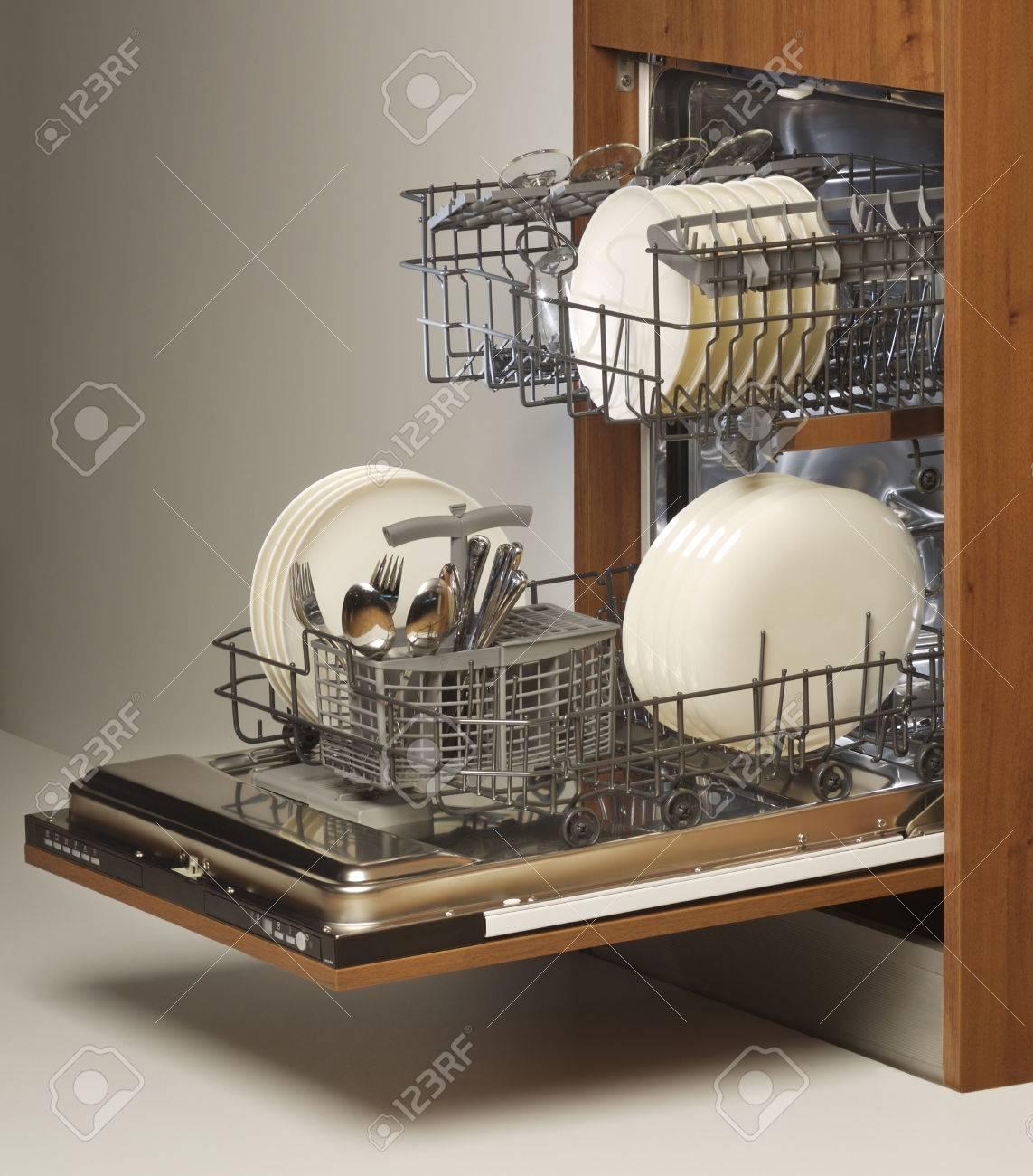 open dishwasher - 27848460