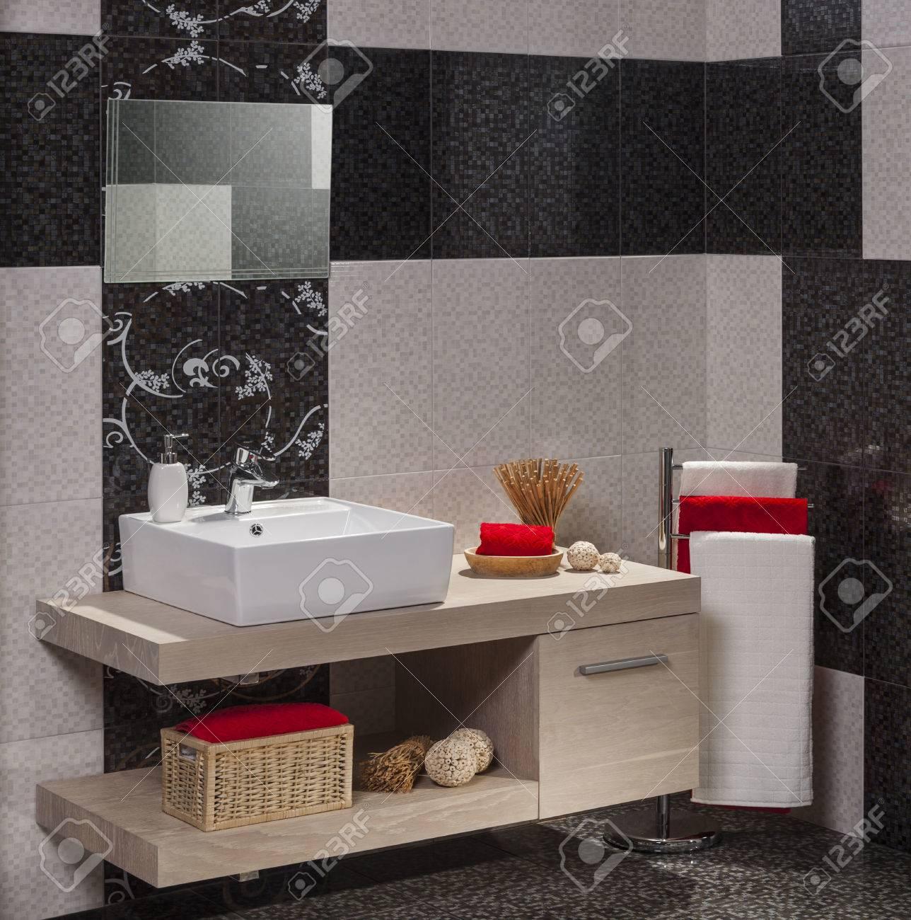 bathroom. - 41246359