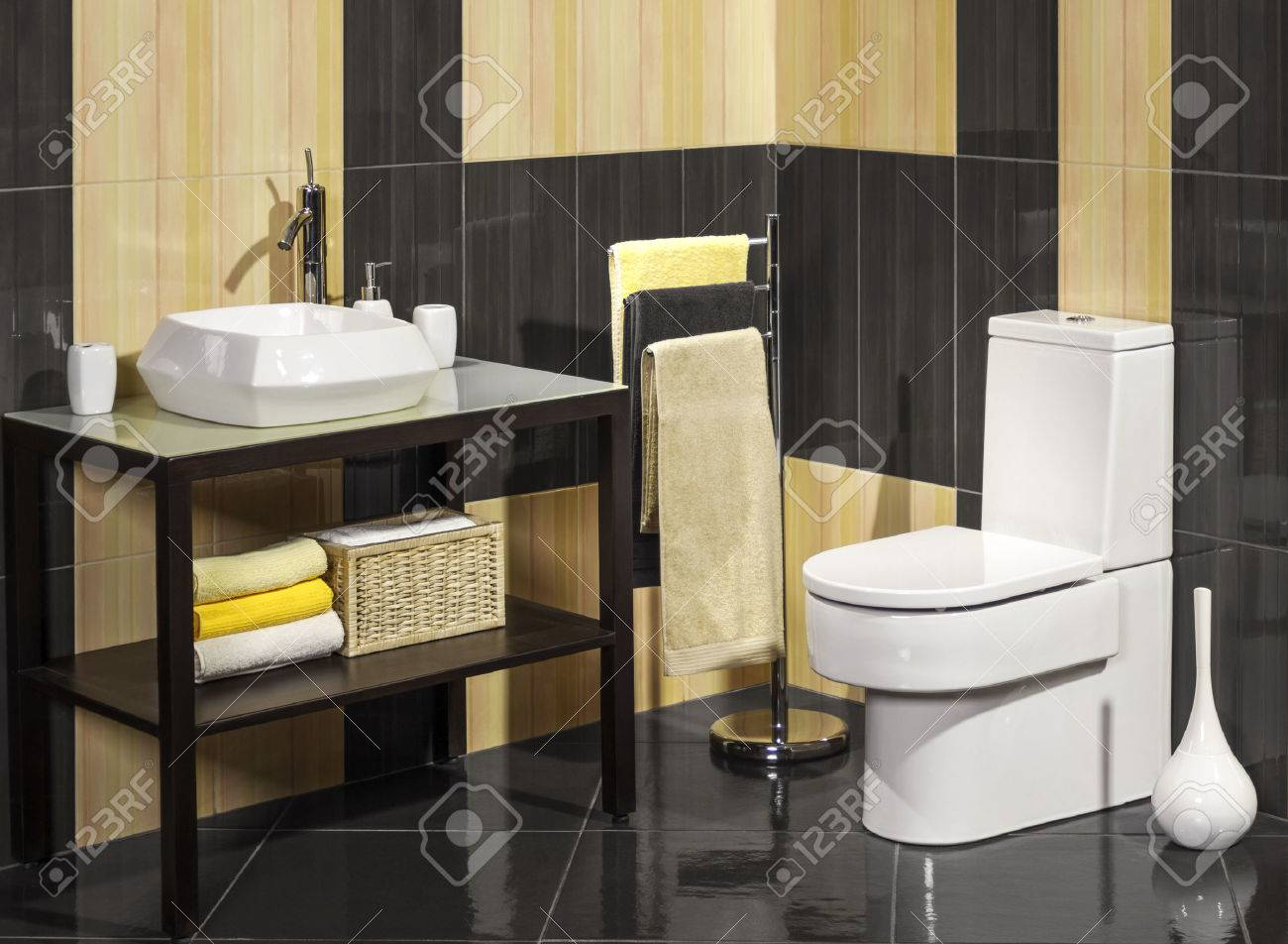 Detail of a modern bathroom with sink and toilet - 41475558