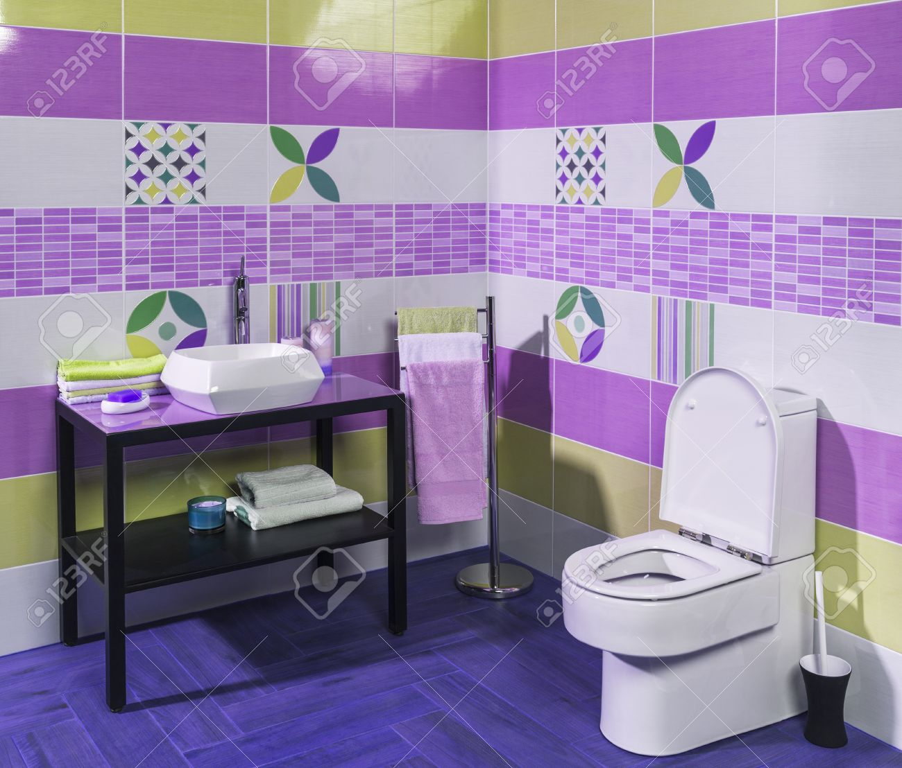 Exceptionnel Interior Of Stylish Modern Bathroom With Purple And Green Tiles Stock Photo    51167088