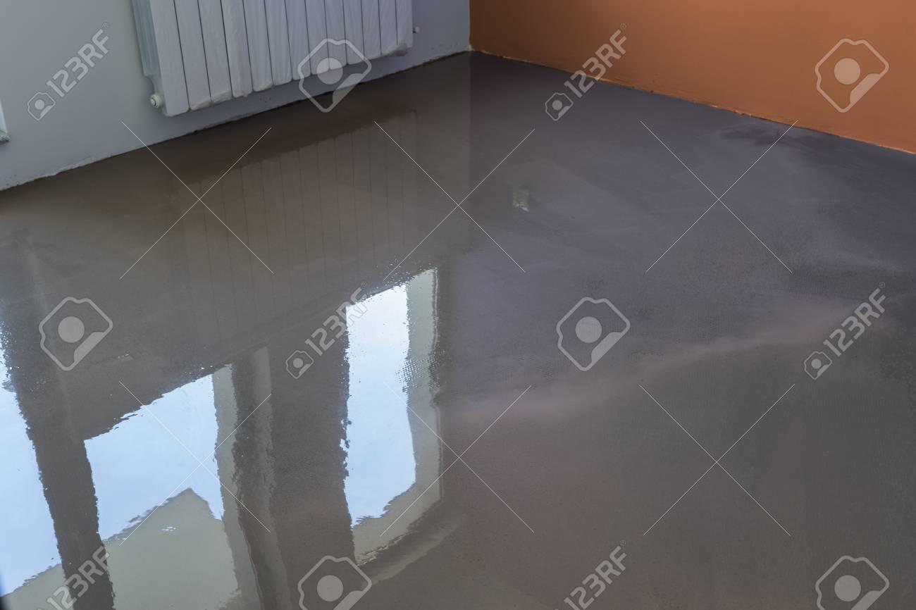 Interior Del Apartamento En Construccion Revestimiento De Suelo Con - Revestimiento-suelo