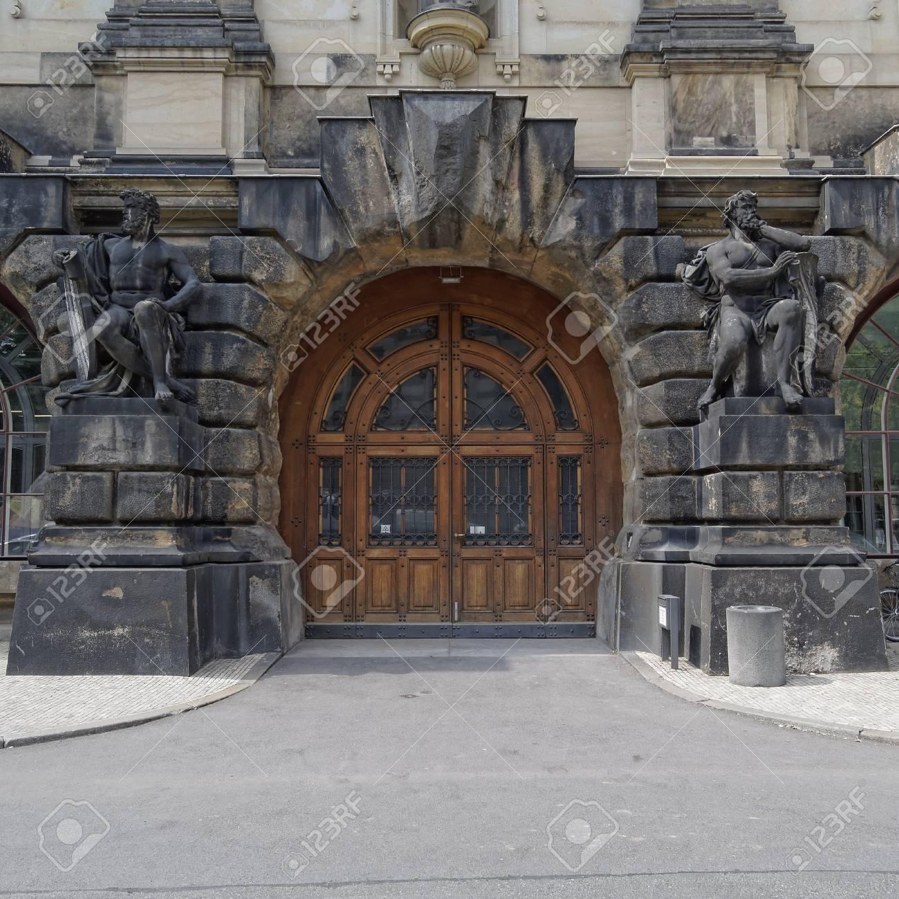 Vintage Tür vintage tür und statuen, dresden, sachsen deutschland lizenzfreie