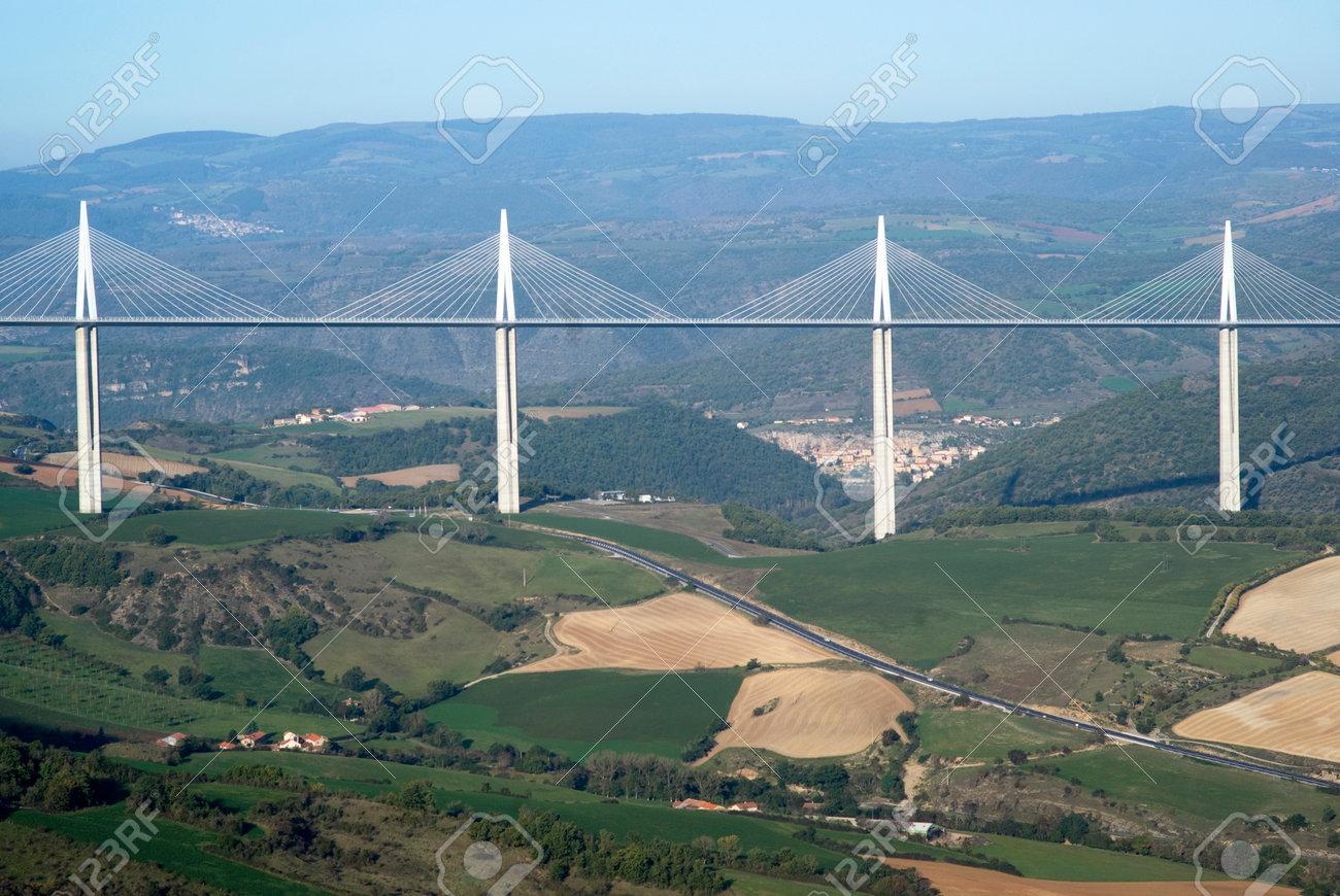 Millau France Le 23 Octobre 2014 Vue Sur Le Viaduc De Millau Le Plus Haut Pont A Haubans Sur La Vallee Du Tarn En France Concu Par L Ingenieur