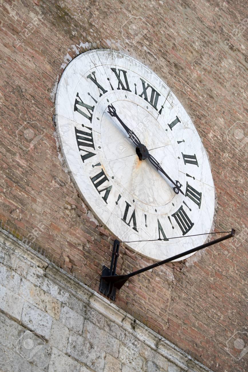 Reloj Fachada Santa Maria En Hospital La De ScalaSienaToscanaItalia Della Del Antiguo PXlTwOiZku
