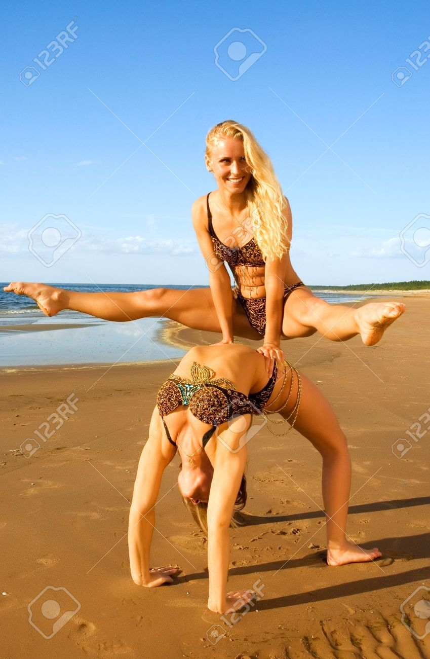 Фото гимнасток на пляже