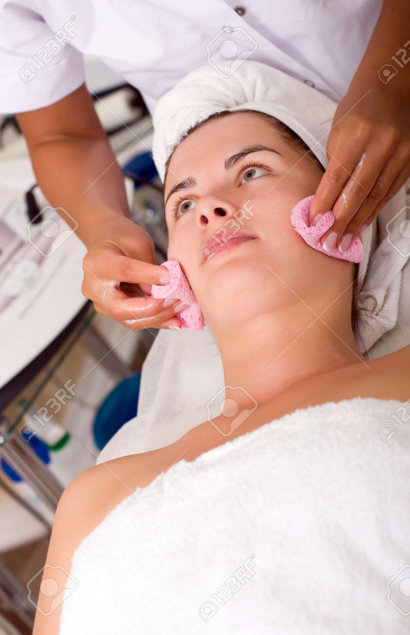 Young woman getting skin cleaning at beauty salon (shallow dof) Stock Photo - 5317348