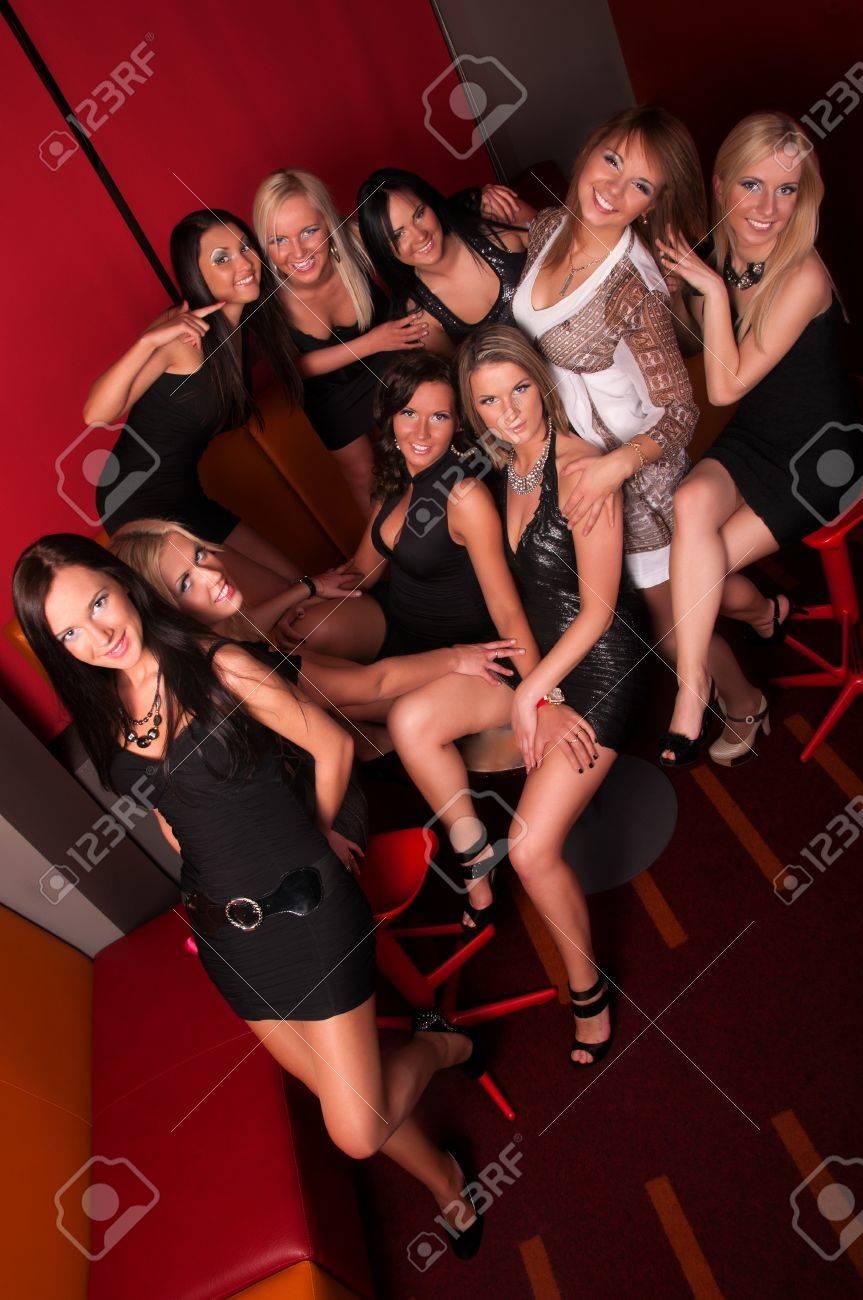 Девчонки ночные клубы клуб номер один в москве по единоборствам