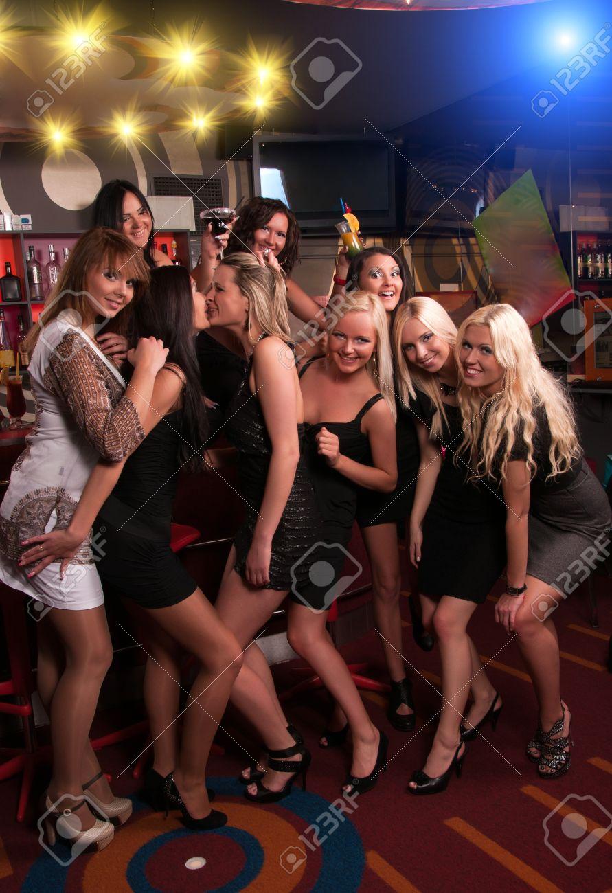 Фото девушек в клубах 25 фотография