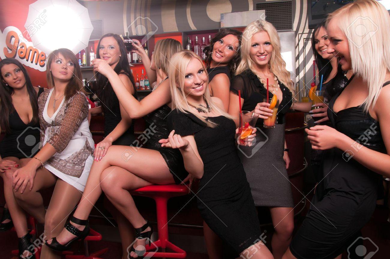 Фото сексуальных девушек в клубах 13 фотография