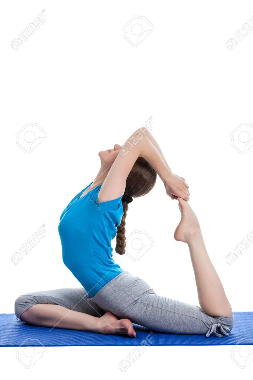 Yoga - Junge Schöne Frau Tut Yoga-Lehrer König Taube Pose (Raja ...