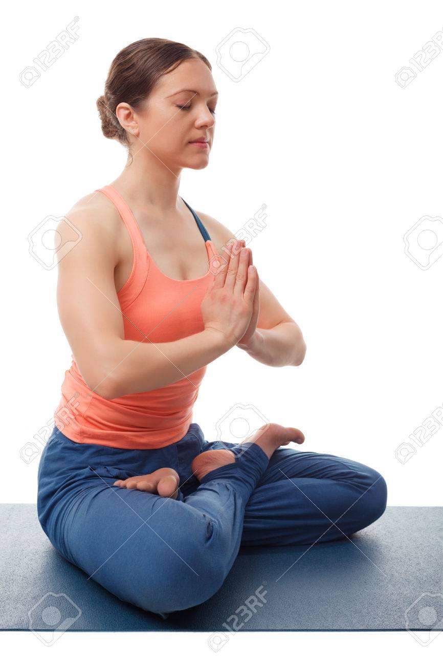Banque d images - Belle femme sportive yogini ajustement médite dans le yoga  asana Padmasana - lotus d910b60ab12
