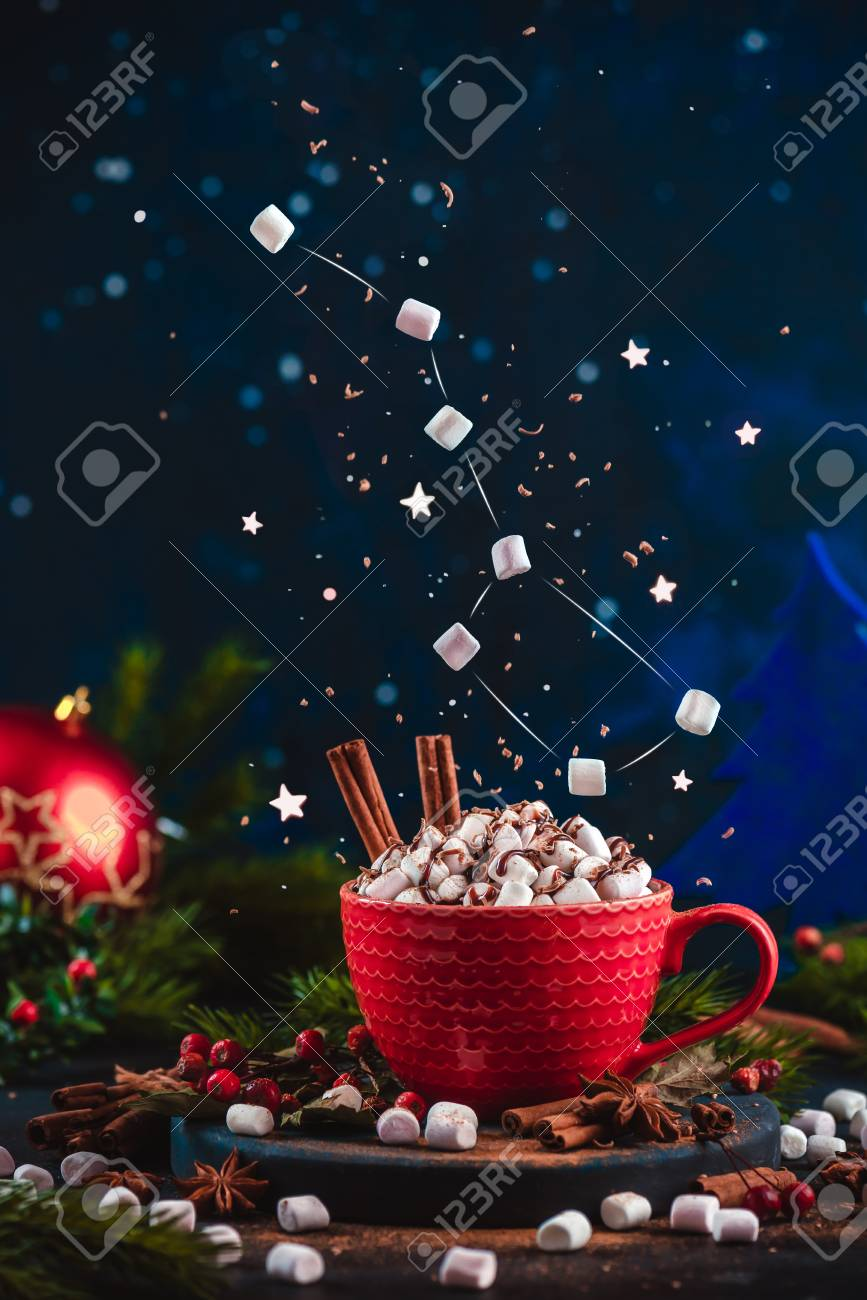 Marshmallow Ursa Major constellation with chocolate crumbs over a red cup of Christmas hot chocolate. Winter drink on a dark background with copy space. Action food photo - 112601476