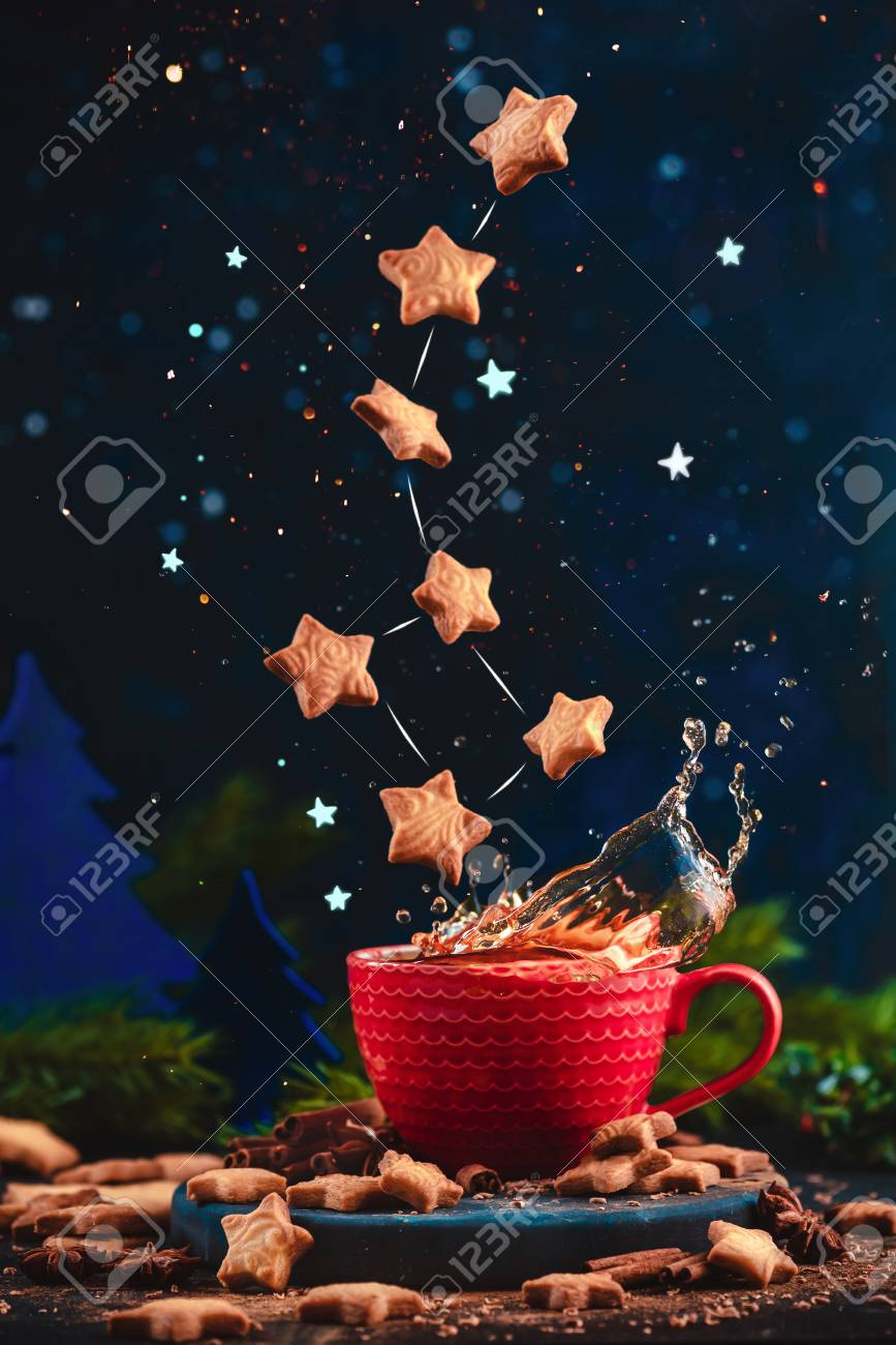 Star-shaped cookie Ursa Minor constellation with chocolate crumbs over a red cup of Christmas hot chocolate. Winter drink on a dark background with copy space. Action food photo - 112601477
