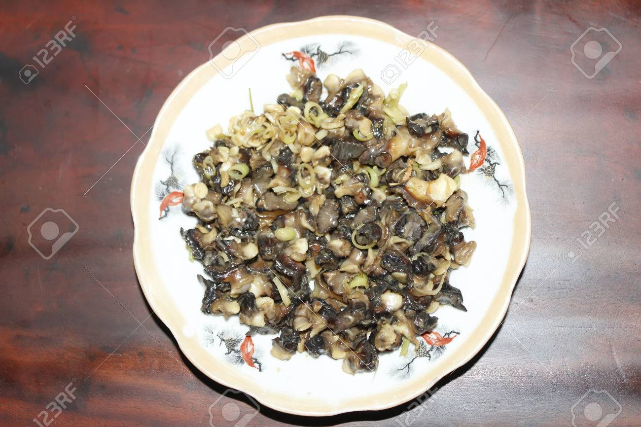 Closeup of eating the fried snails with stalks lemon grass - 41661073