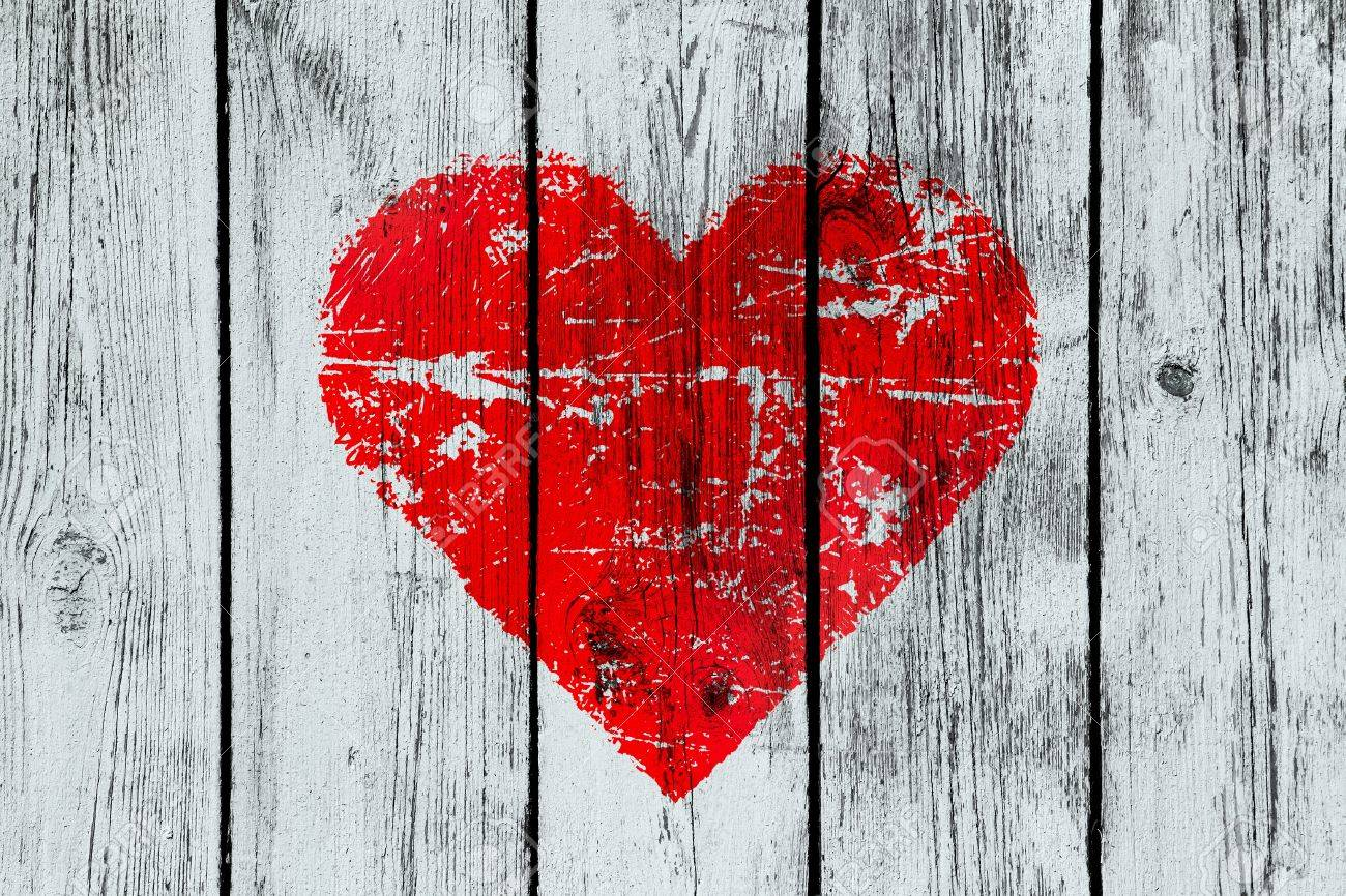 love symbol on old wooden wall background - 12514941