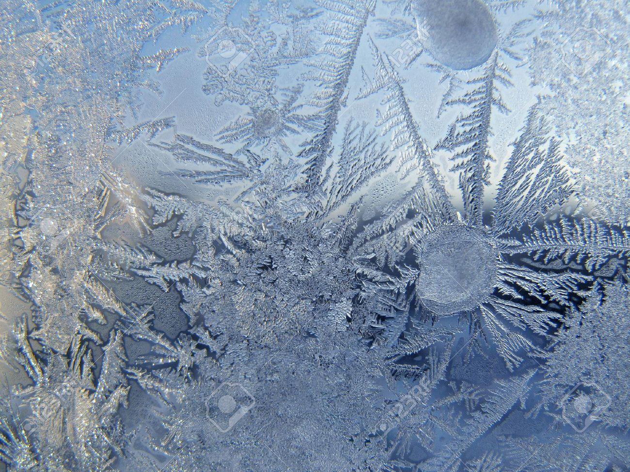 Frosty pattern on winter window - 14631519