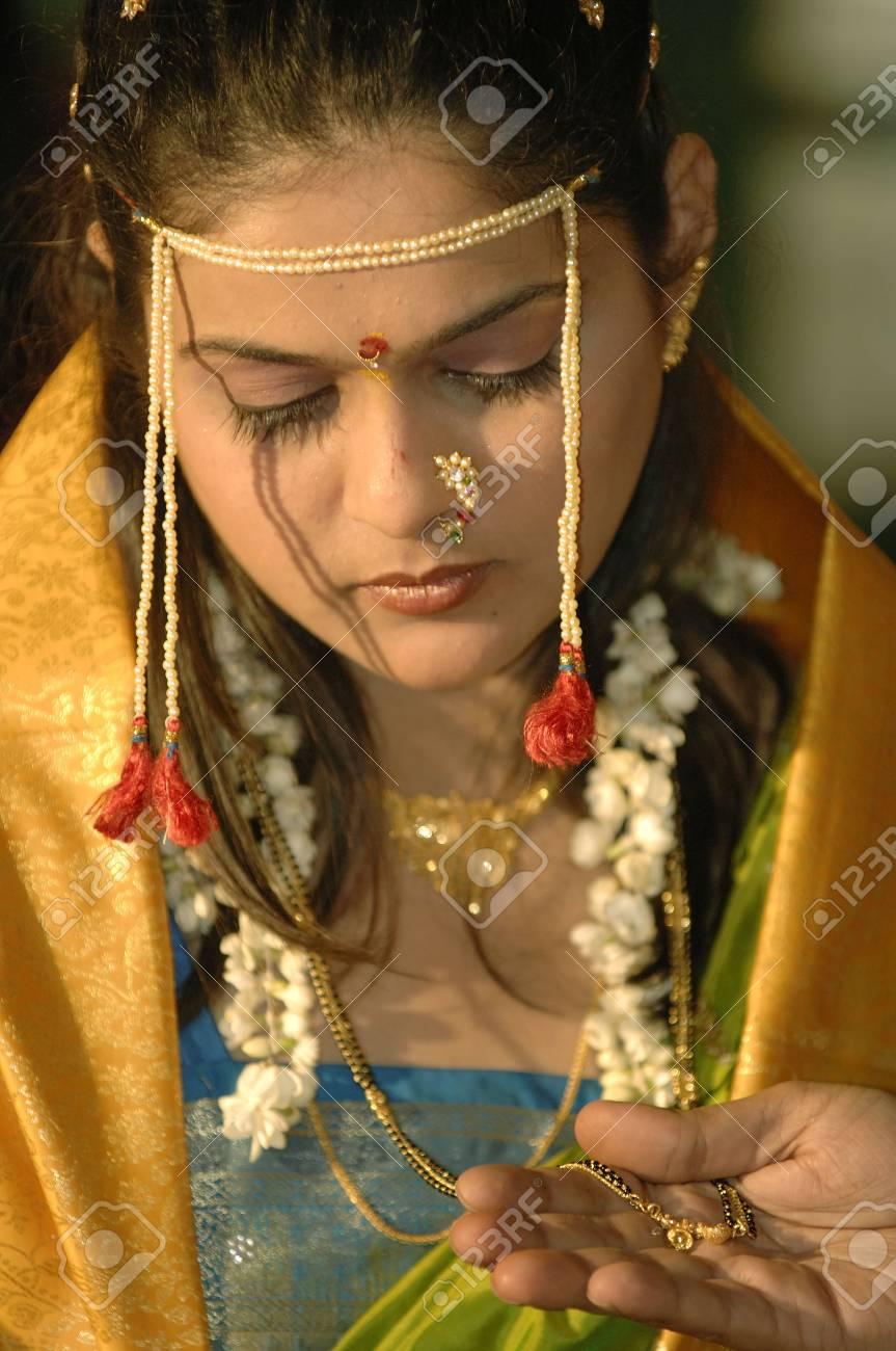 Brautigam Der Mangalsutra In Der Indischen Hindischen Maharashtrian