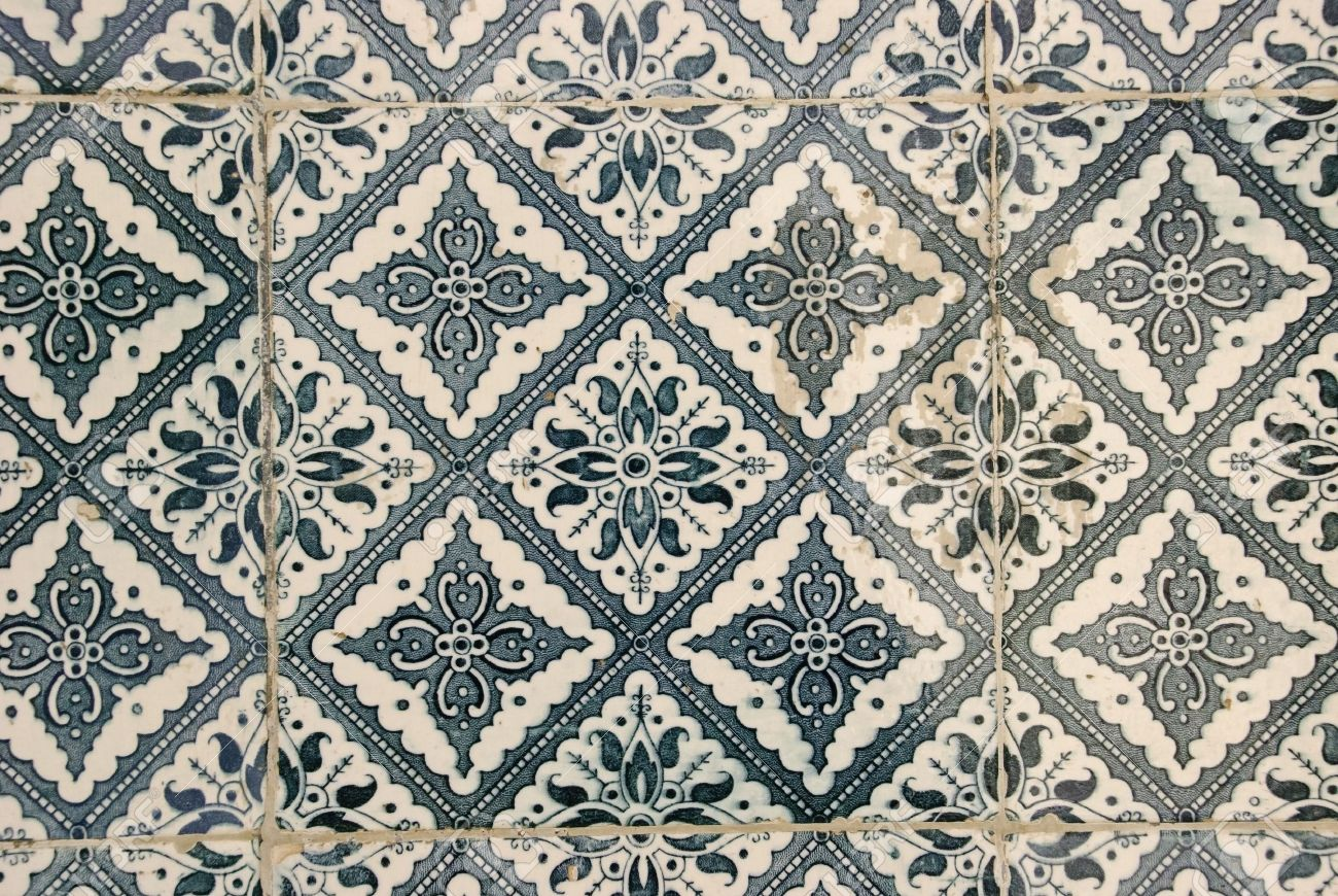 Traditional Portuguese Tiles Azulejos Stock Photo Picture And - Portugiesische fliesen azulejos