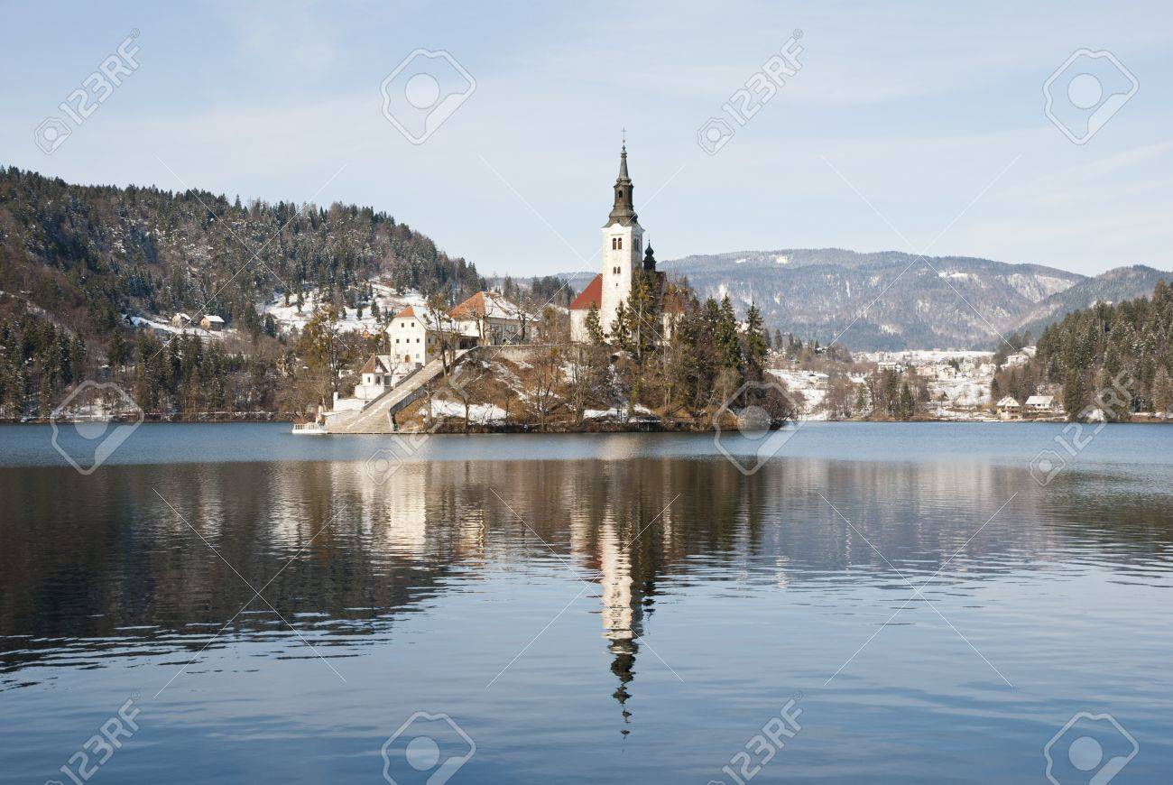 Lake Bled with castle behind in winter, Bled, Slovenia Stock Photo - 18551396