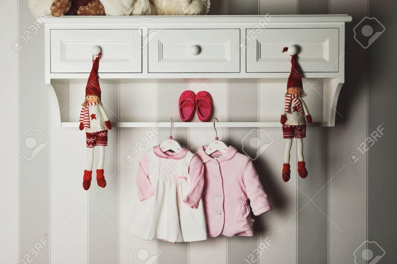 Immagini Stock - Vestiti Del Bambino e602d8251041