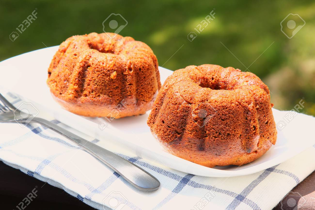 Small banana bread Bundt cakes on a wooden background with copy space Stock Photo - 79726655