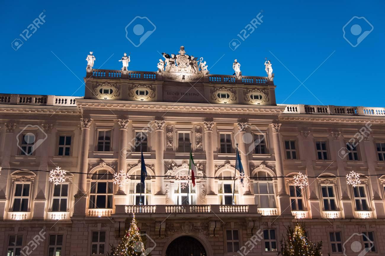 Trieste Natale Immagini.Vigilia Di Natale A Trieste Palazzi E Luci