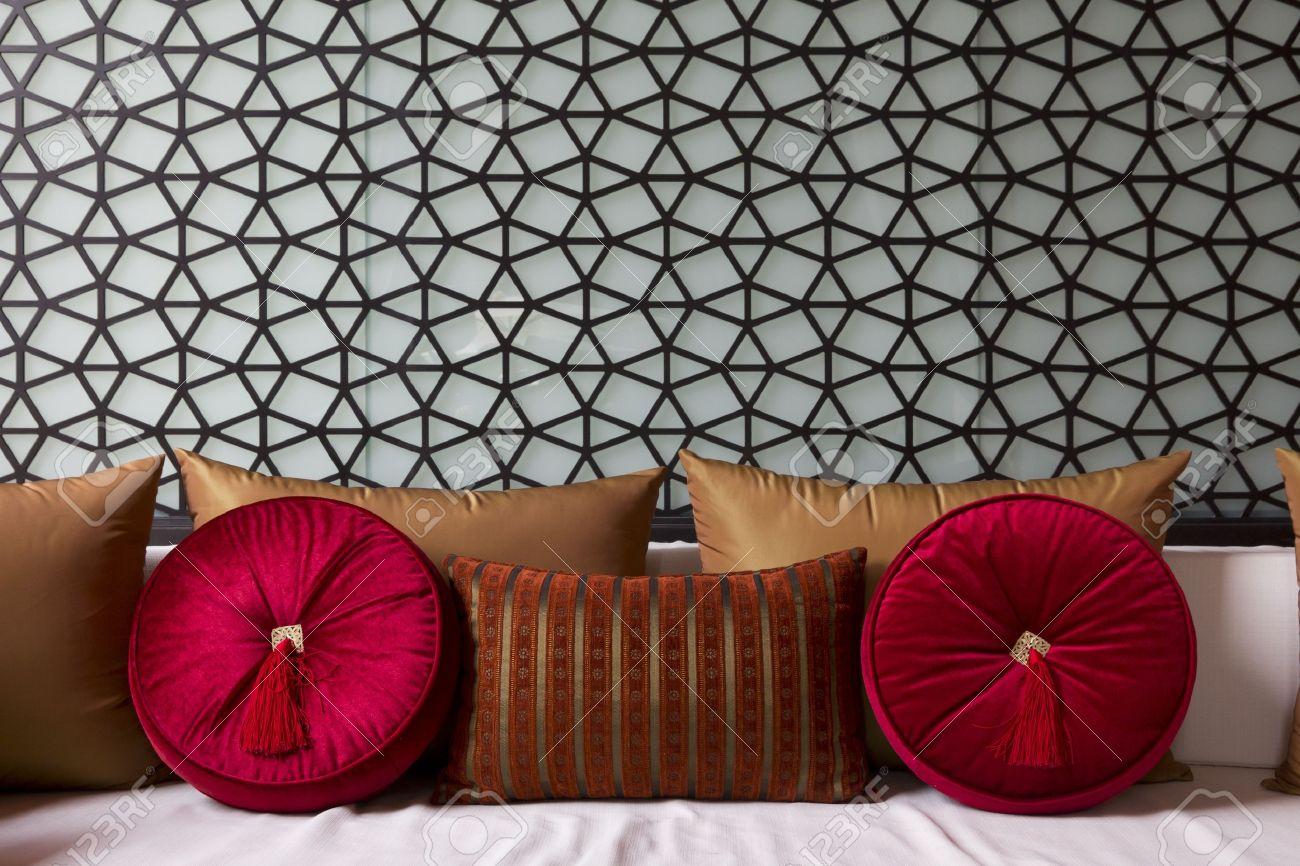 Erstaunlich Ausgefallene Couch Das Beste Von Decorateed With Fancy Sofa Pillow Stock Photo