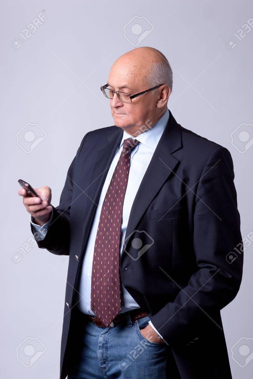 Immagini Stock Ritratto Di Un Anziano Uomo Di Successo Con Il