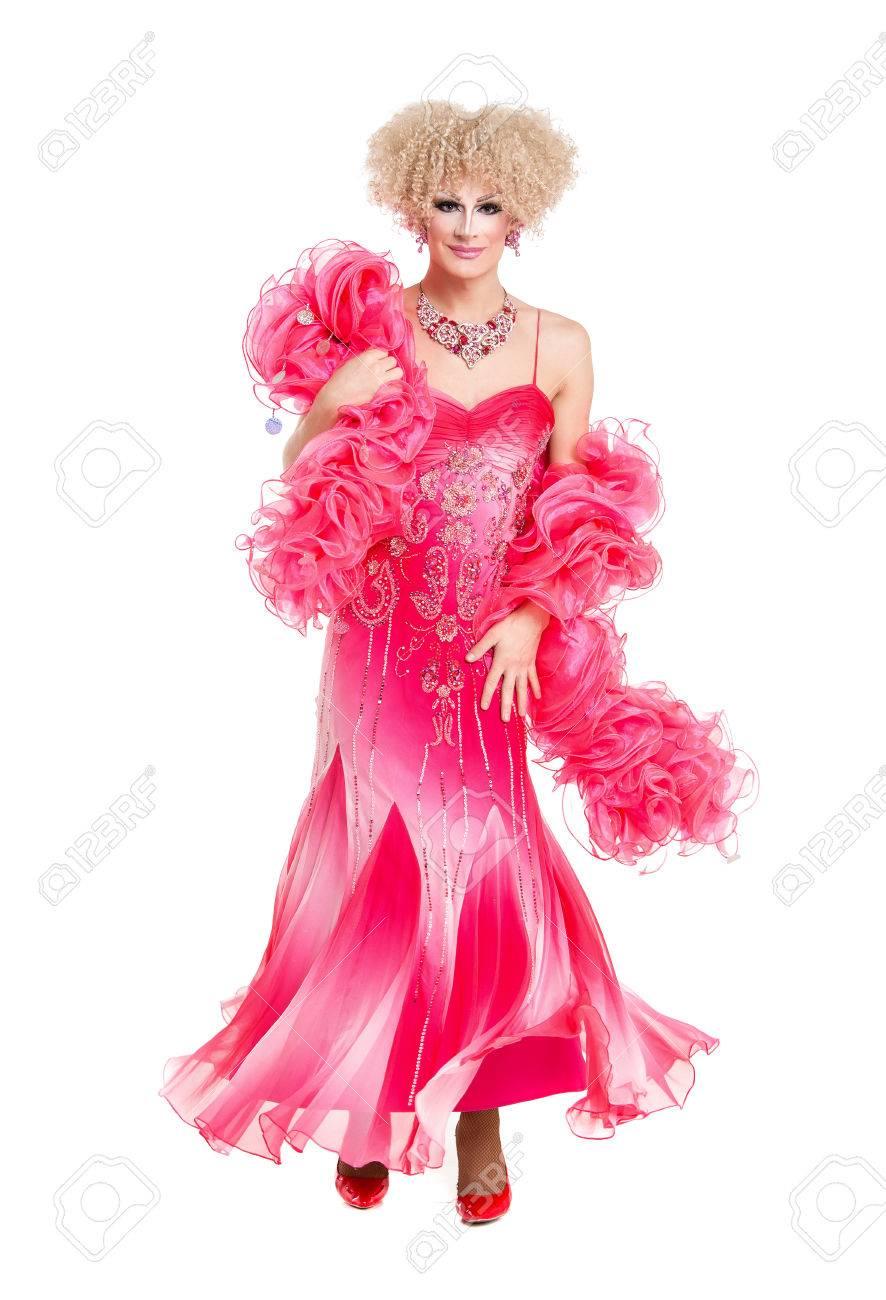 Drag Queen En Vestido De Noche Rosado Escénicas, En El Fondo Blanco ...