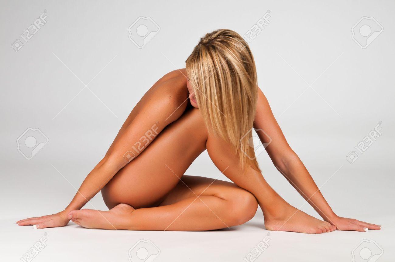 Nackt frauen blonde junge Blonde Junge