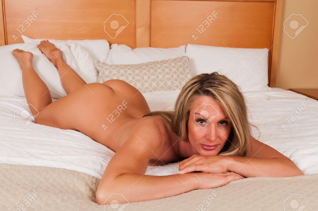 mature nackt im bett