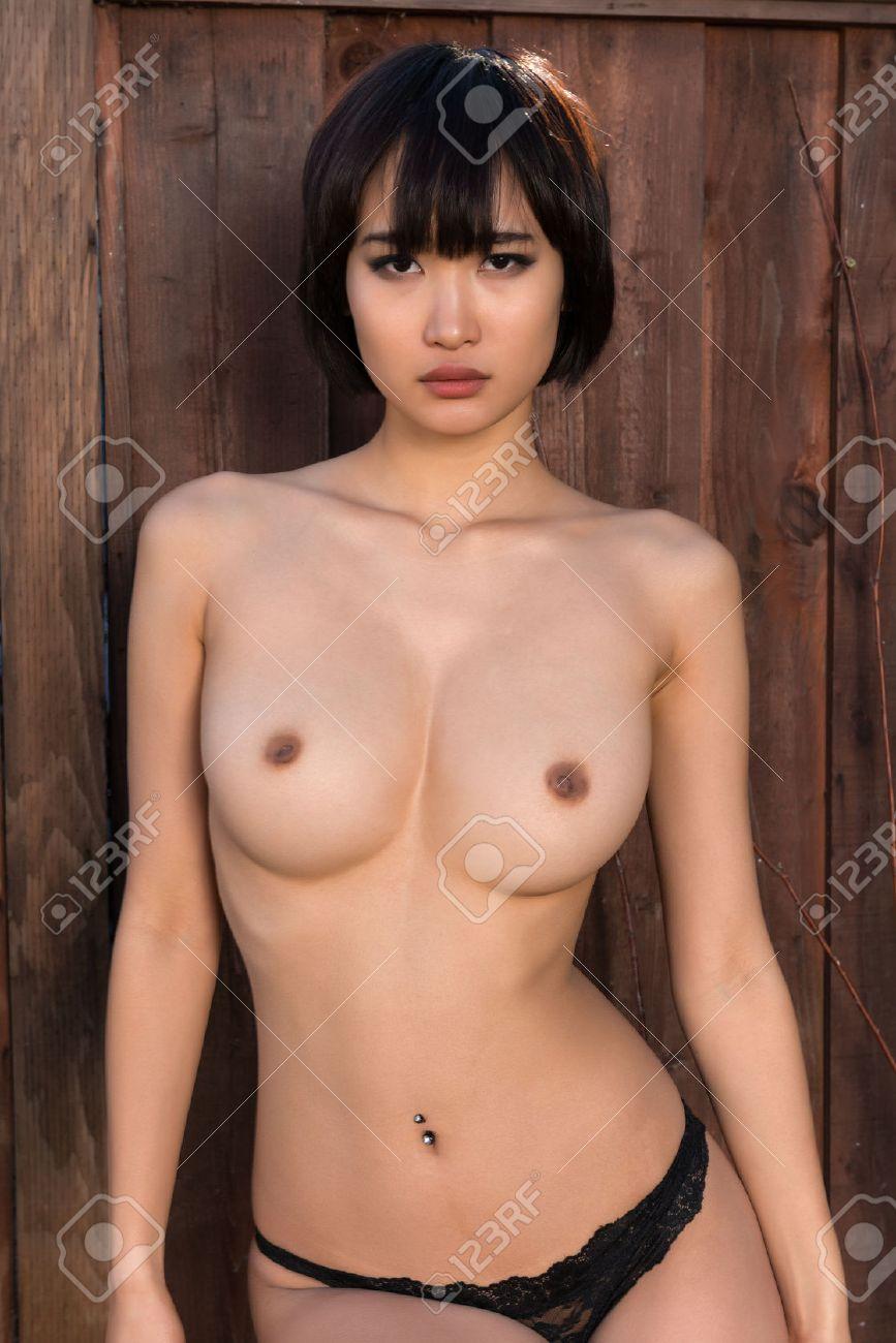 Modèles nus japonais