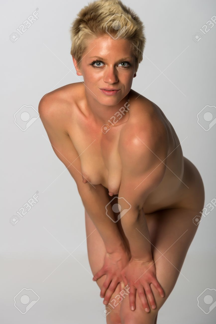 athletic woman nude Pretty athletic blonde woman nude on gray Stock Photo - 27929838