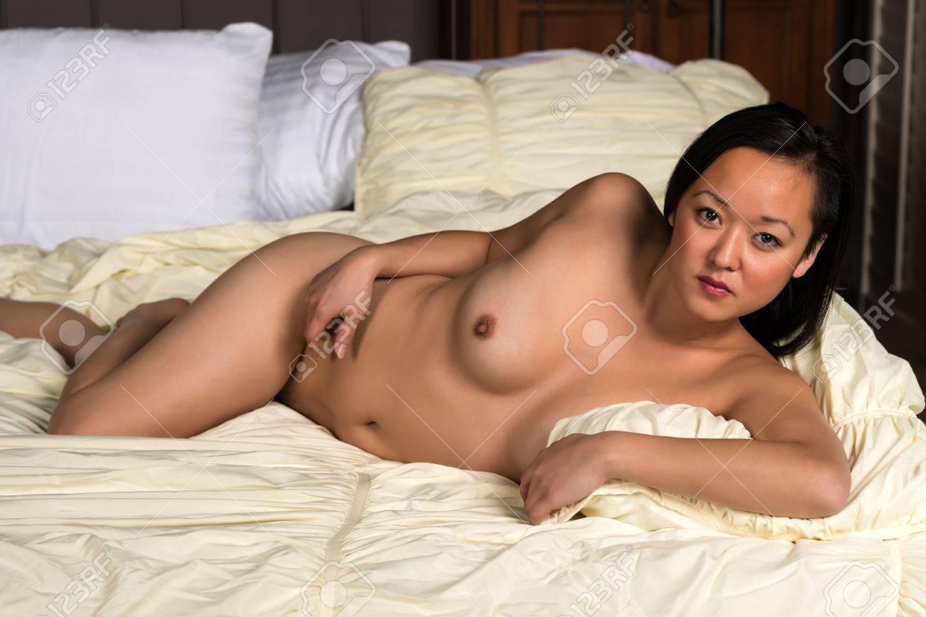 Koreanische nackte hübsche Frauen, Mädchen, die Pornos ausarbeiten