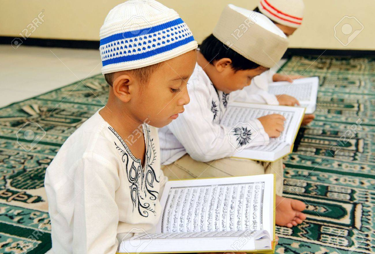 Kids Reading Koran Stock Photo - 6633190