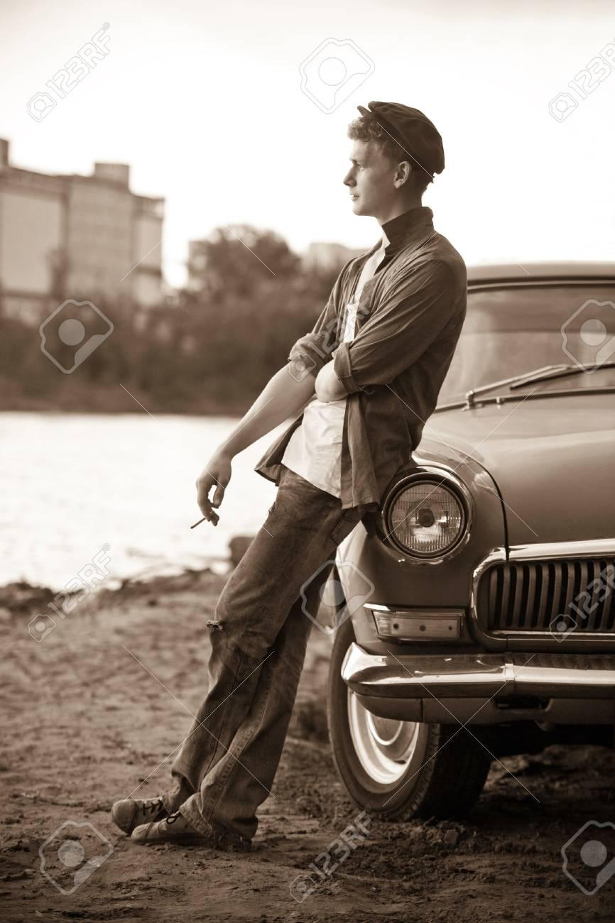 С таксистом у машине 11 фотография