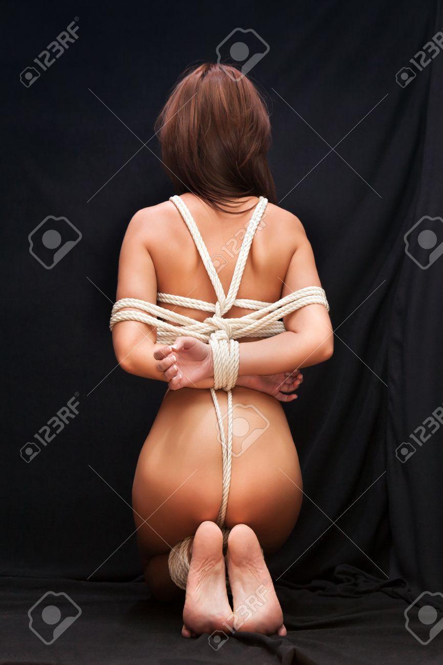 Frauen fesseln nackte Nackte Frauen