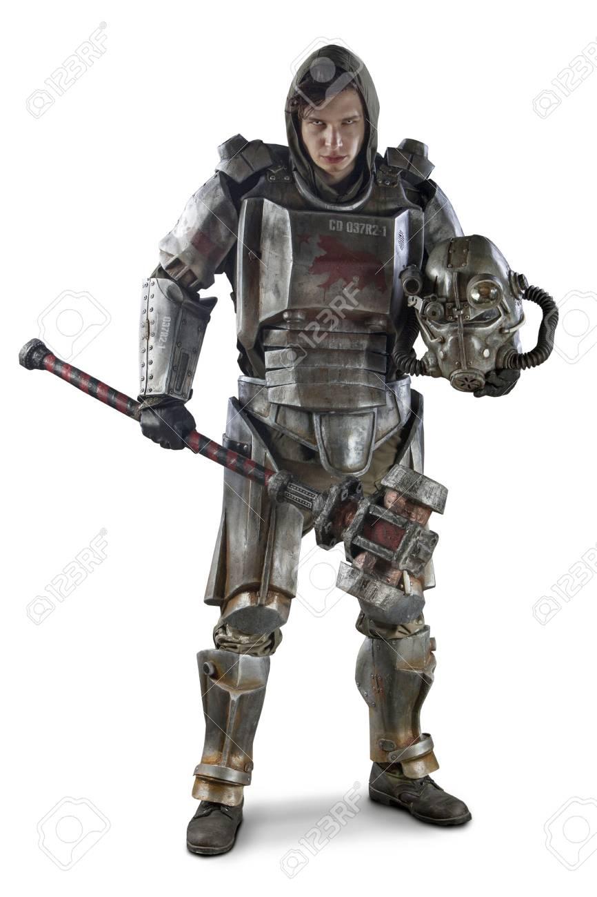 Armure Futuriste soldat futuriste en armure d'acier avec le hummer cyber punk. isolé