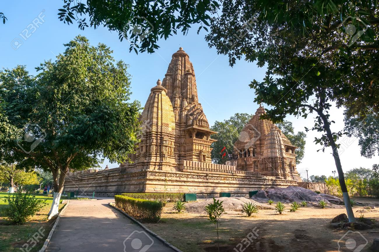 Antiguo Templo Hindú, Construido Por Chandela Rajputs, En El Sitio ...