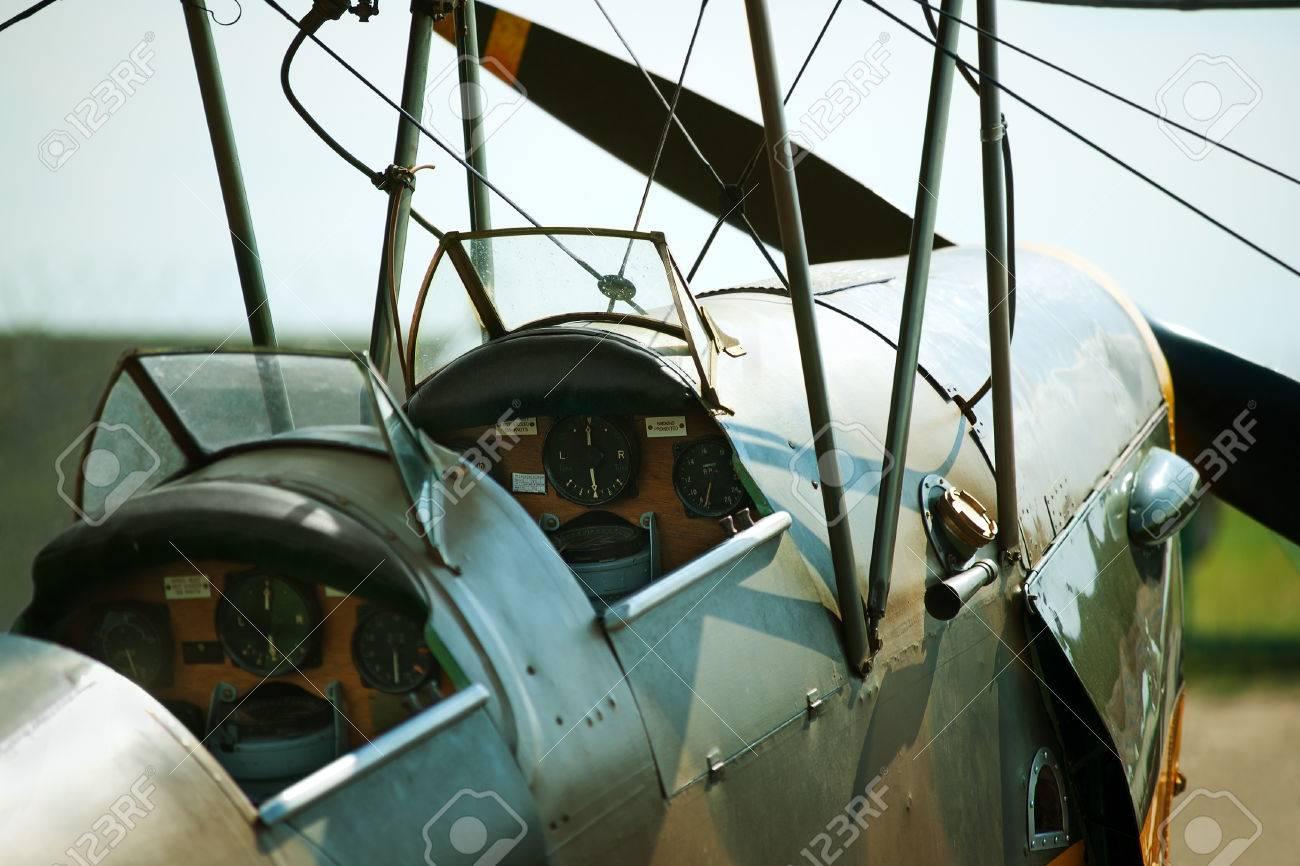 古い複葉機のコックピット の写真素材・画像素材 Image 22973791.