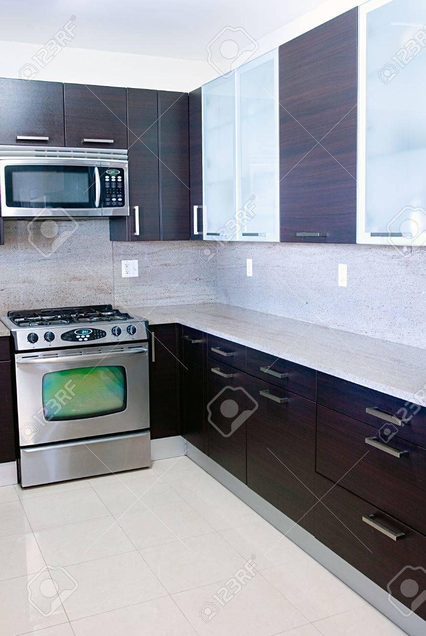 Modern Zeitgenössischen Stil Küche Mit Granit-top Lizenzfreie Fotos ...